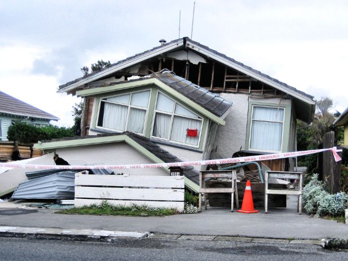 Stanford engineers test earthquake resistant house_1