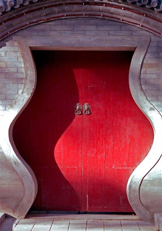 The red door in Hutong, Beijing, in China_8