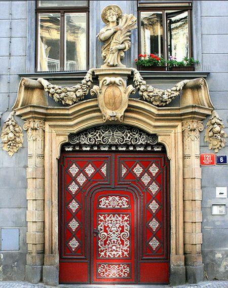 The red port door of Prague_3