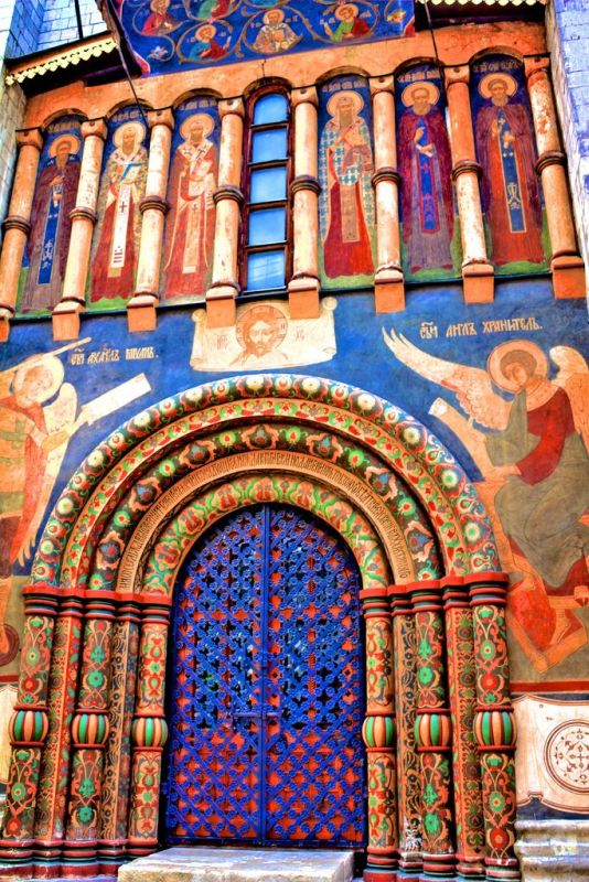 doors of the Dormition Cathedral in Moscow_4