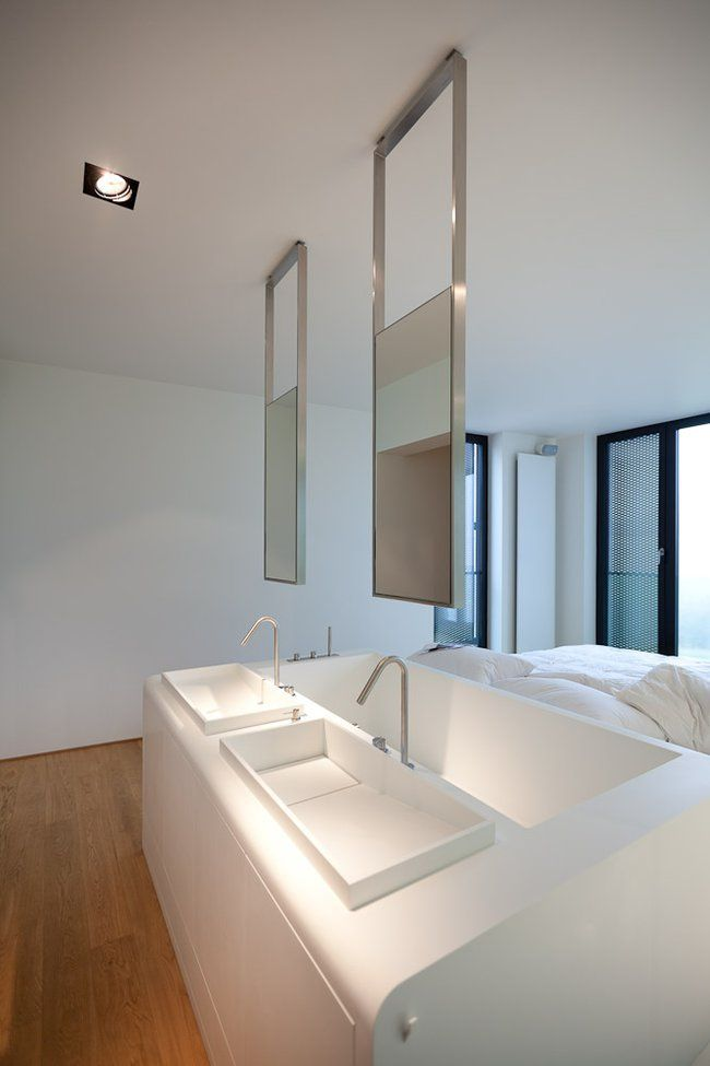 Built in sink and tub into bed_2