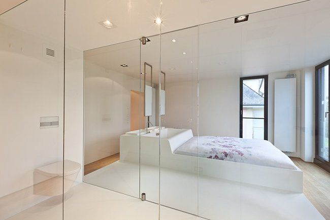 Built in sink and tub into bed_3