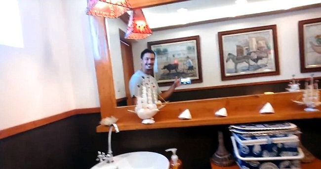 Jason Godfrey filmed a Shell gas station toilet_3