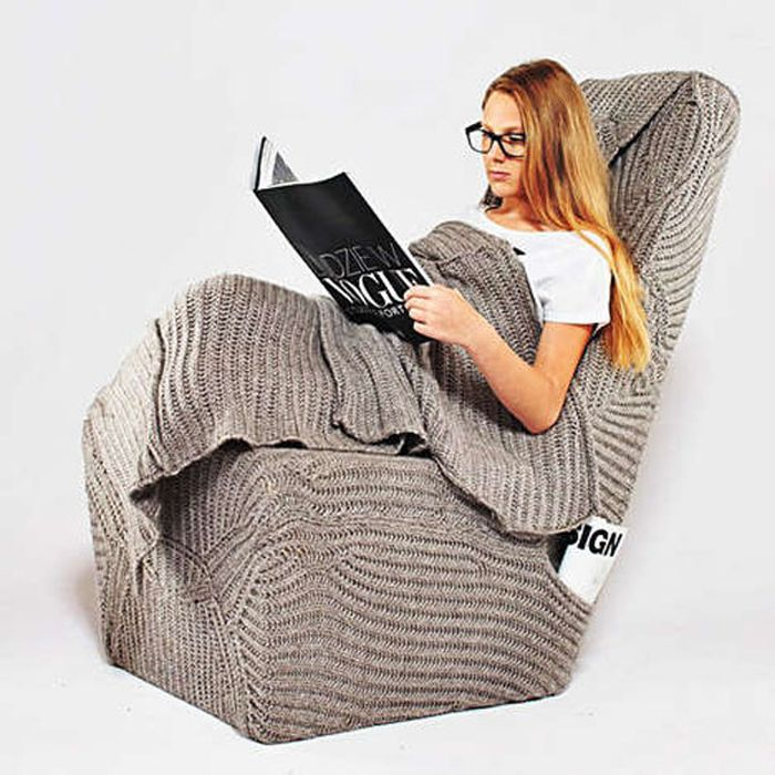 Knitted chair that cuddles you with love_11