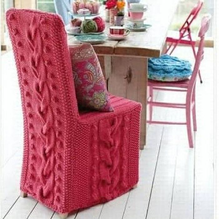 Knitted pink chair with a high back_5