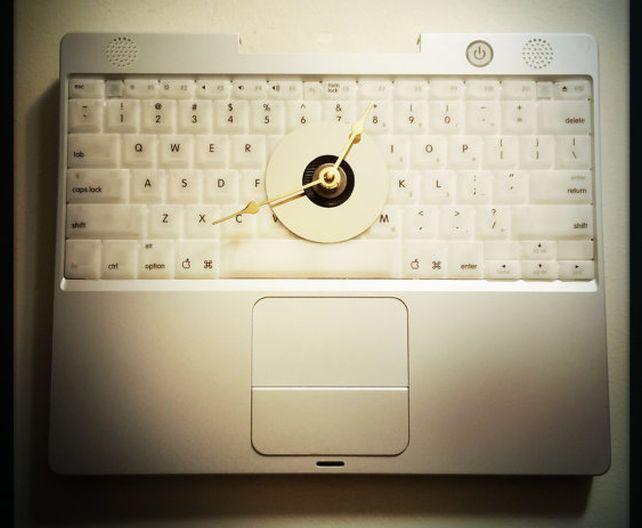 Apple Laptop Keyboard Wall Clock_1
