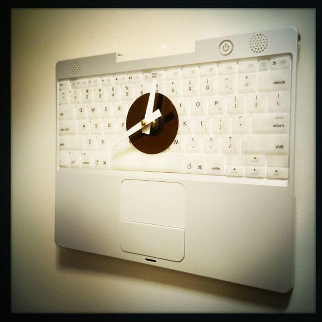 Apple Laptop Keyboard Wall Clock_3