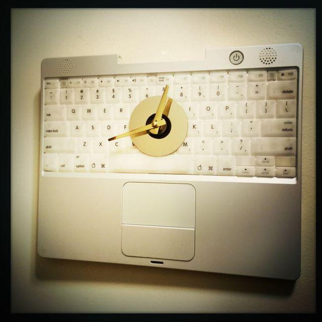 Apple Laptop Keyboard Wall Clock_4