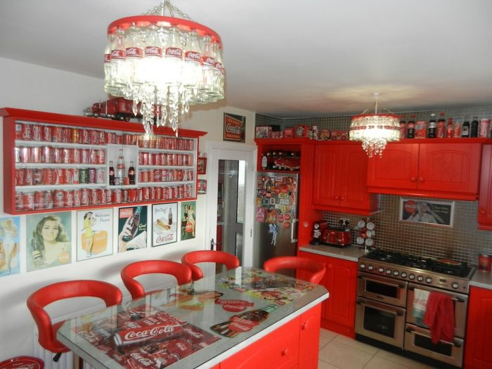 Lillian, the Coca-Cola fan transforms Every Room in the House In Red and White_1