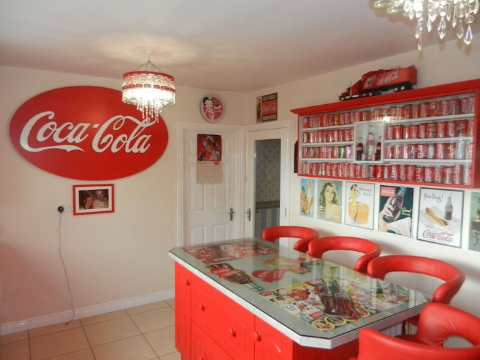 Lillian, the Coca-Cola fan transforms Every Room in the House In Red and White_2