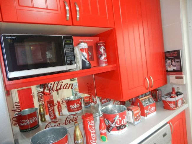Lillian, the Coca-Cola fan transforms Every Room in the House In Red and White_3