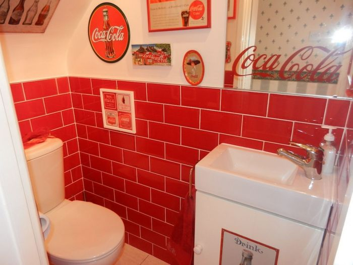 Lillian, the Coca-Cola fan transforms Every Room in the House In Red and White_4