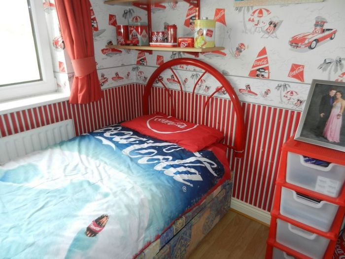 Lillian, the Coca-Cola fan transforms Every Room in the House In Red and White_5