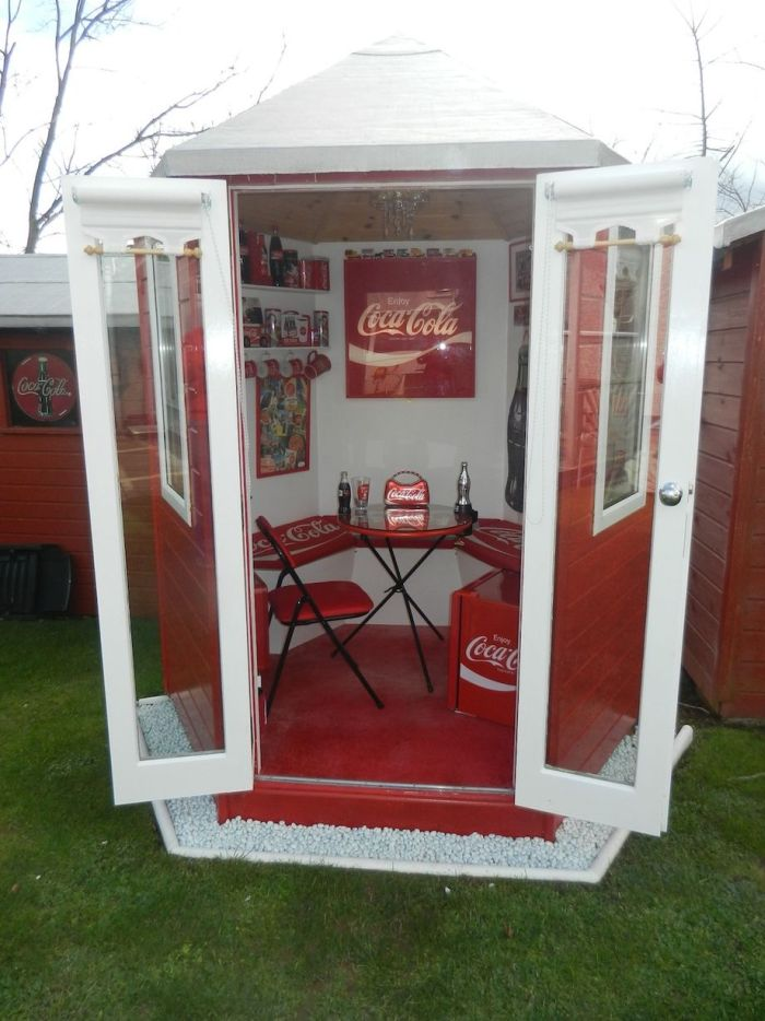 Lillian, the Coca-Cola fan transforms Every Room in the House In Red and White_6