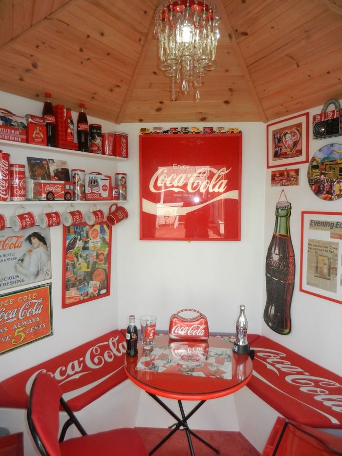 Lillian, the Coca-Cola fan transforms Every Room in the House In Red and White_7