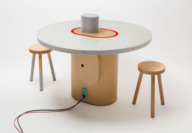 Listening table by New York Times Labs_1