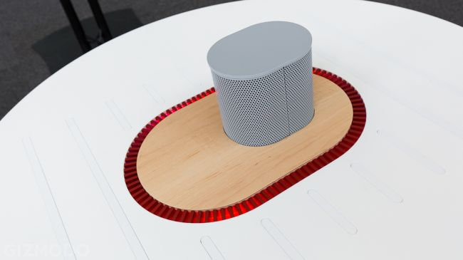 Listening table by New York Times Labs_3