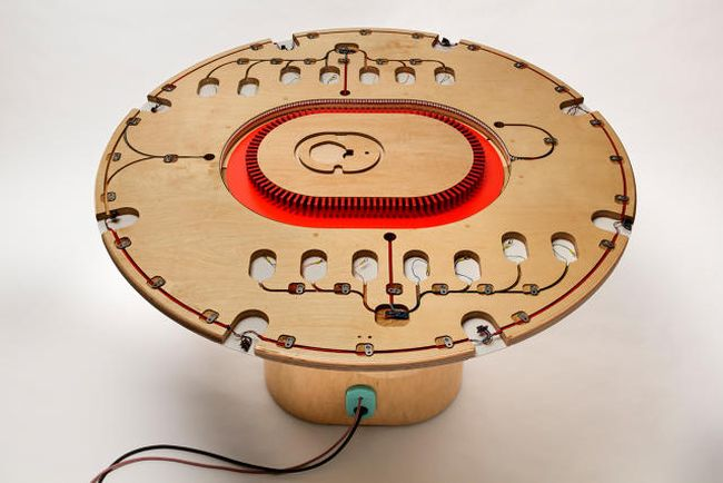 Listening table by New York Times Labs_4