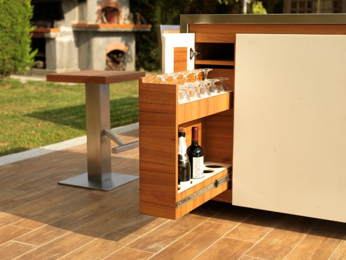 Multifunctional Mobile table for outdoor parties_4