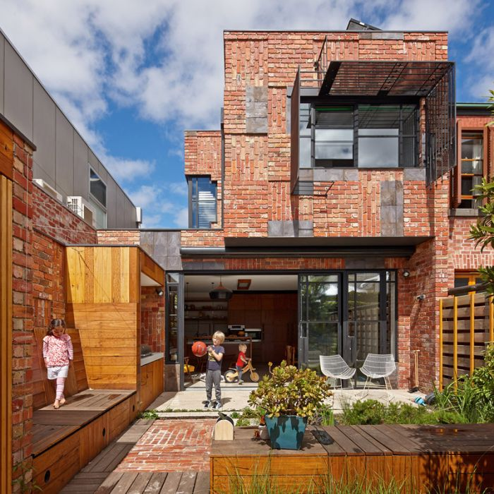 Brick Patchwork to this house_1