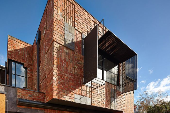 Brick Patchwork to this house_2