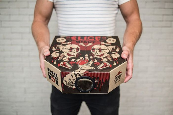 Pizza Box doubles as movie projector_4